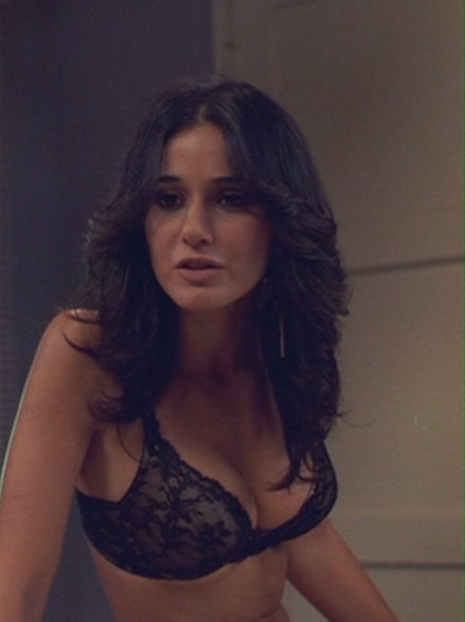 emmanuelle chriqui's cleavage in a bra