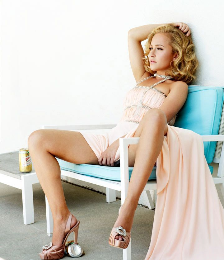hayden panettiere in a sexy skirt with cleavage
