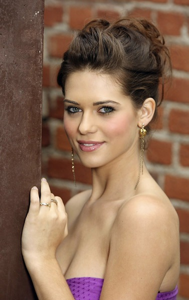 lyndsy fonseca hot in a red carpet photo
