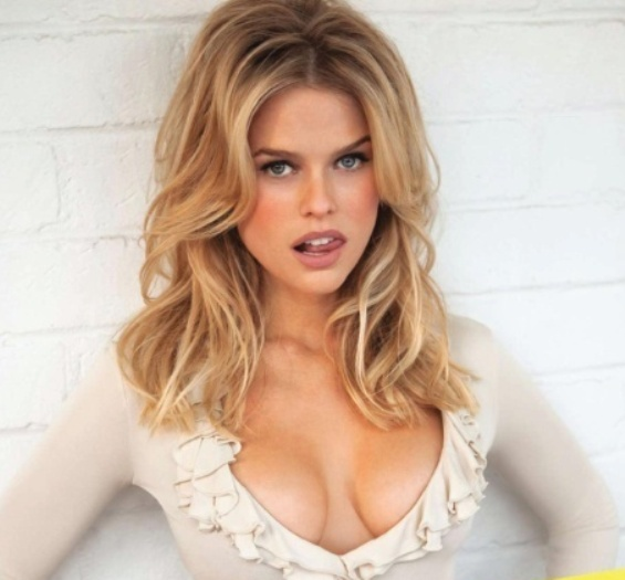 alice eve's big hot breasts