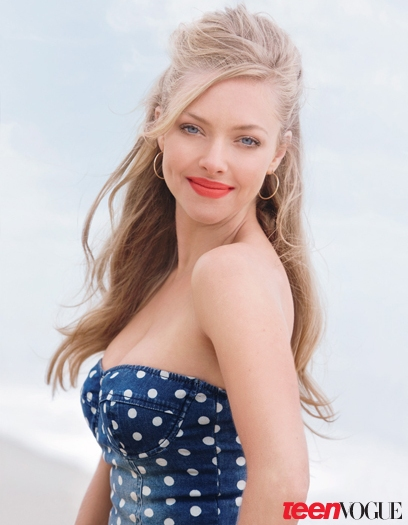 amanda seyfried side boob