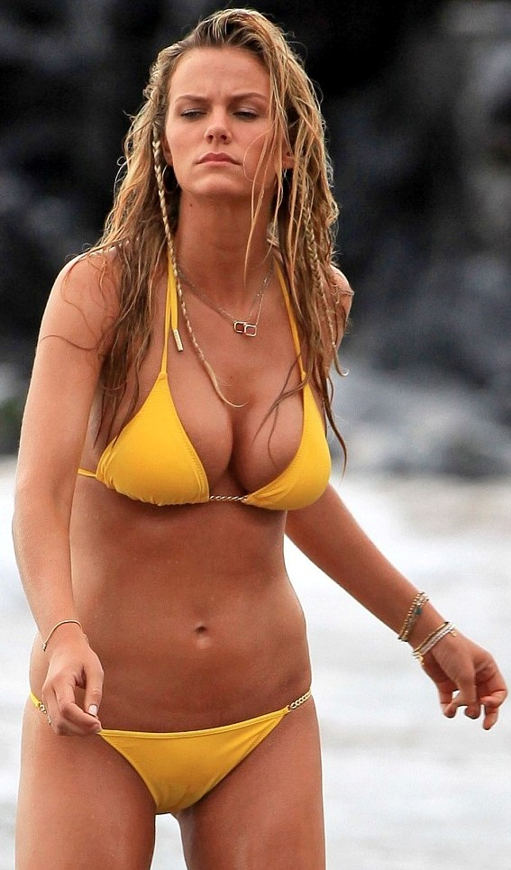 brooklyn decker see thru bathing suit Brooklyn Deckers See Through Cameltoe Bikini Pictures