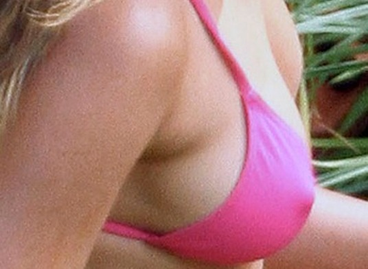 jennifer aniston swimsuit pokies