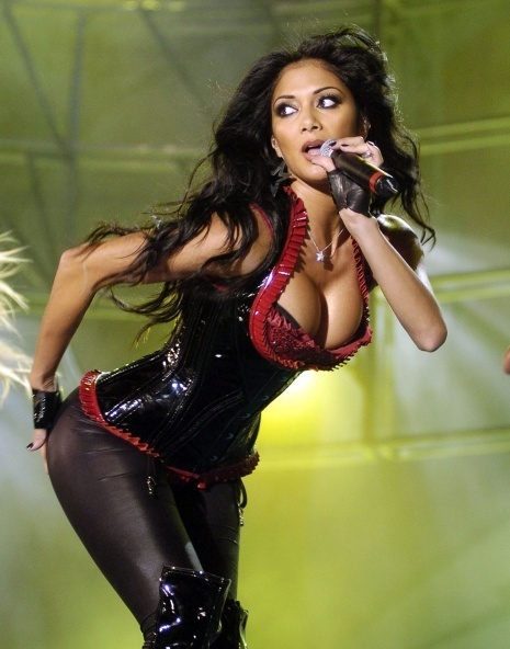 nicole scherzinger has huge cleavage