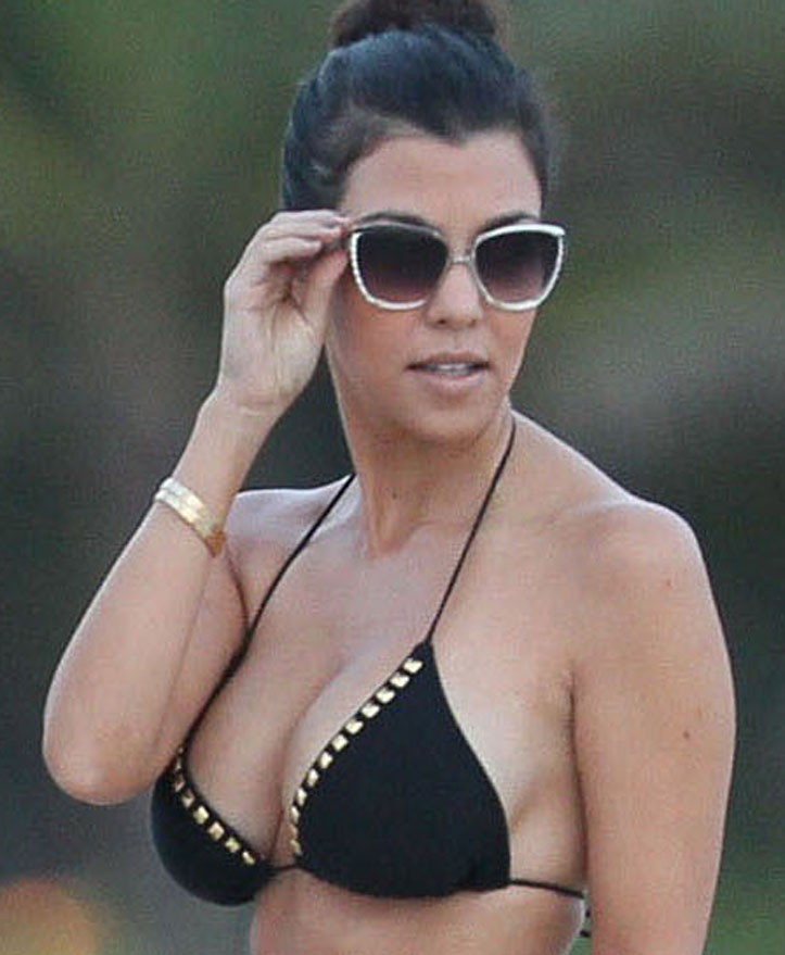 kourtney kardashian almost nude tits