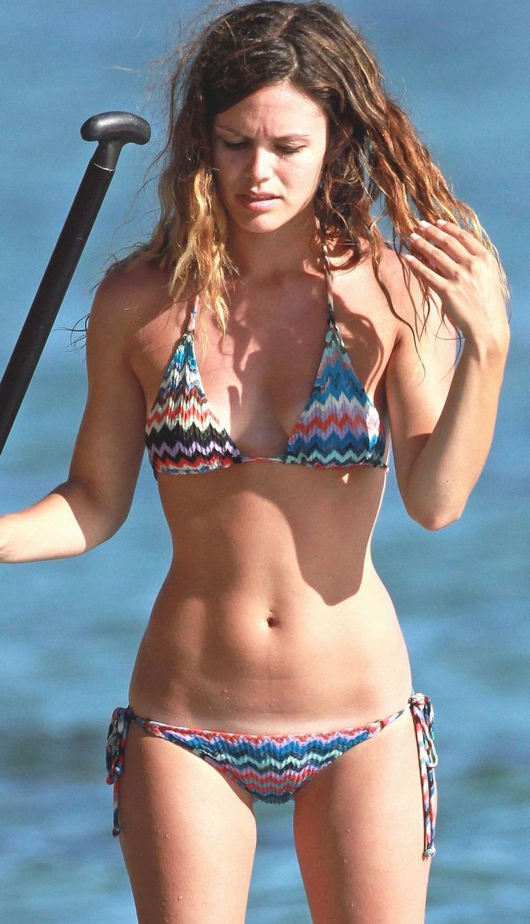 rachel bilson bathing suit Rachel Bilsons Bulging Cameltoe Vagina Fell Out Of Her Swimsuit!