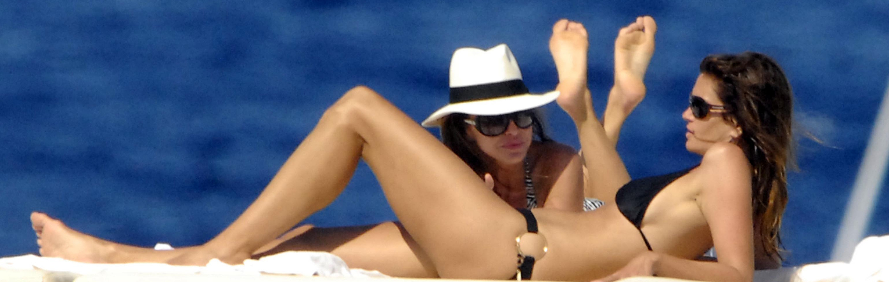cindy crawford swimsuit Cindy Crawford Topless Naked Sun Bathing!