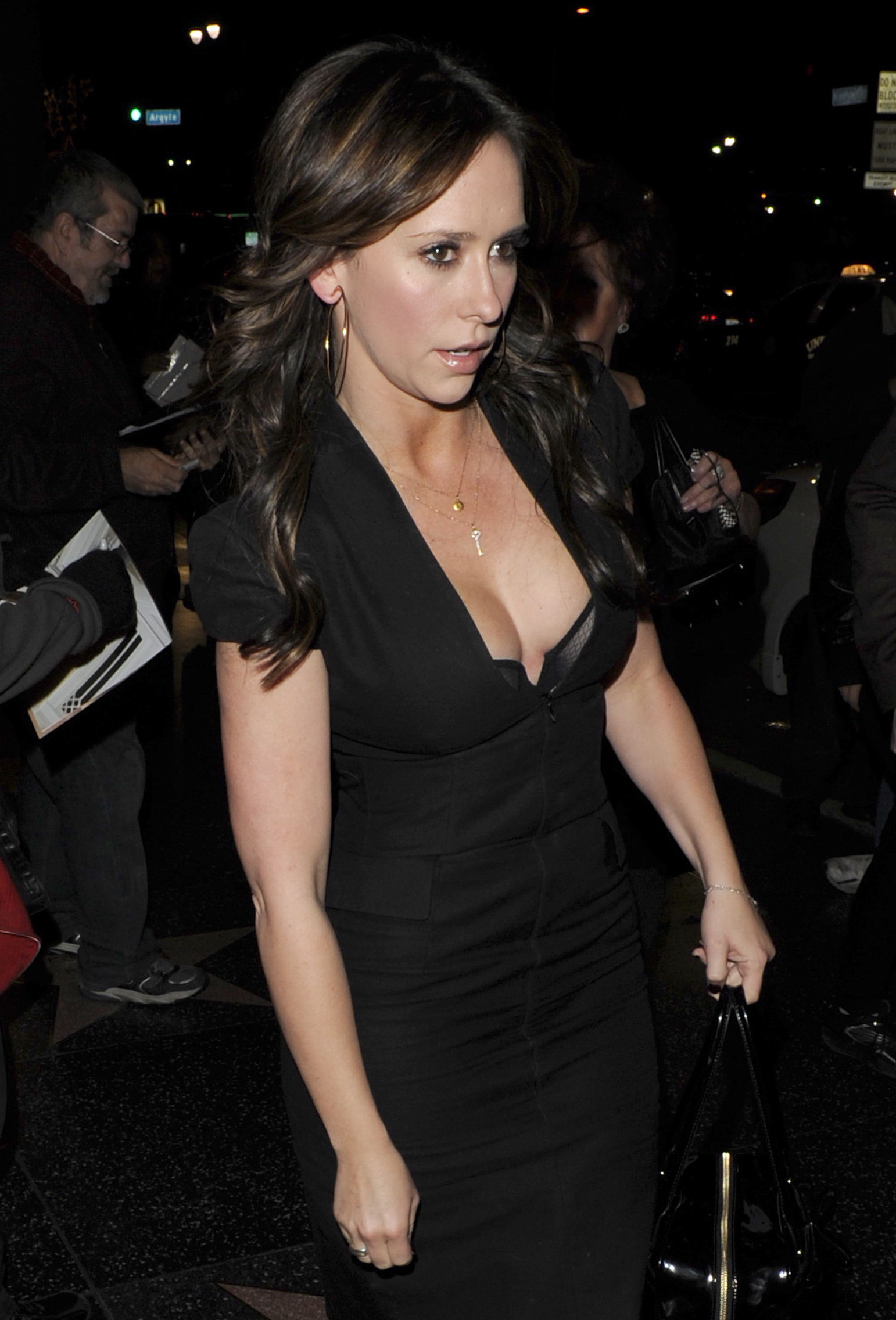 jennifer love hewitt side boob