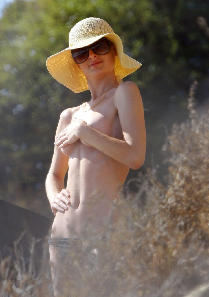 paris hilton topless naked