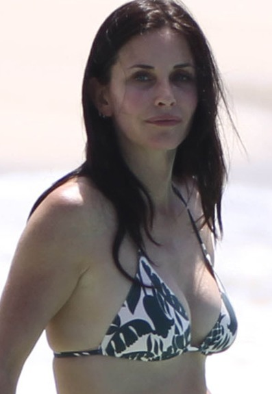 courtney cox side boob