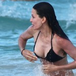 courtney cox naked tits 150x150 Courtney Cox Bikini Nipple Oops & Boobs Come Popping Out= Nice