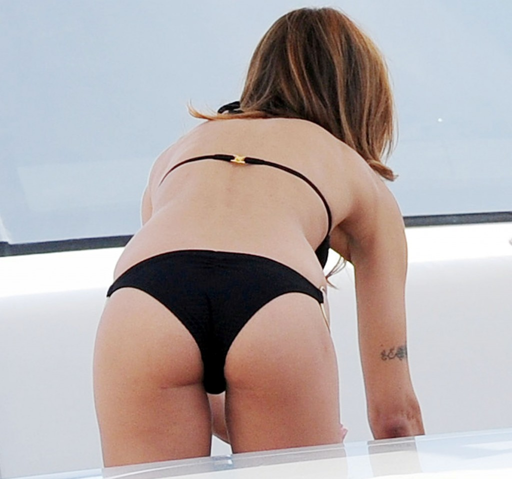 elisabetta canalis bending over in a thong