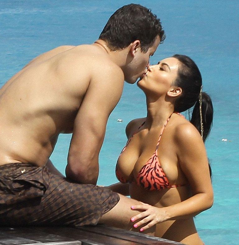 Kim Kardashian Shows Her Huge Ass In A Thongish Type Bikini With Nice