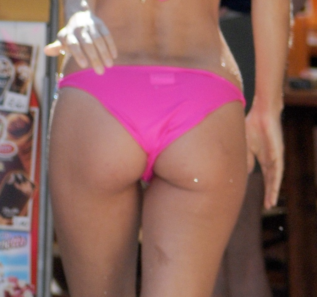 michelle hunziker ass thong