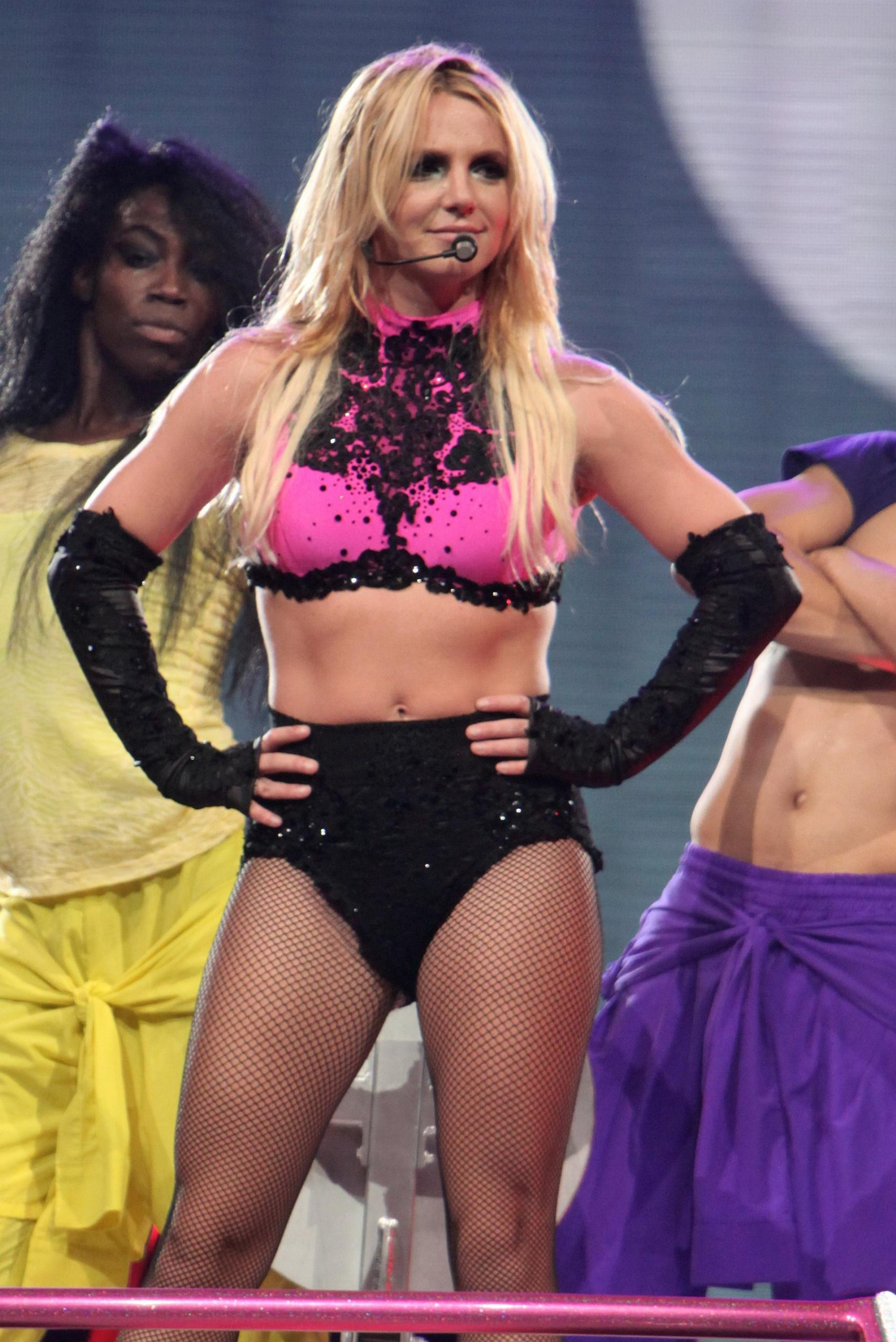 britney spears vagina and ass looks hot in concert