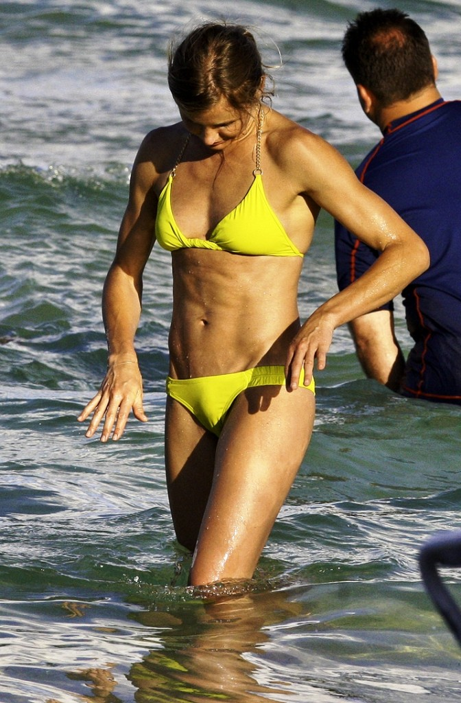 cameron diaz bikini tits and crotch in the ocean
