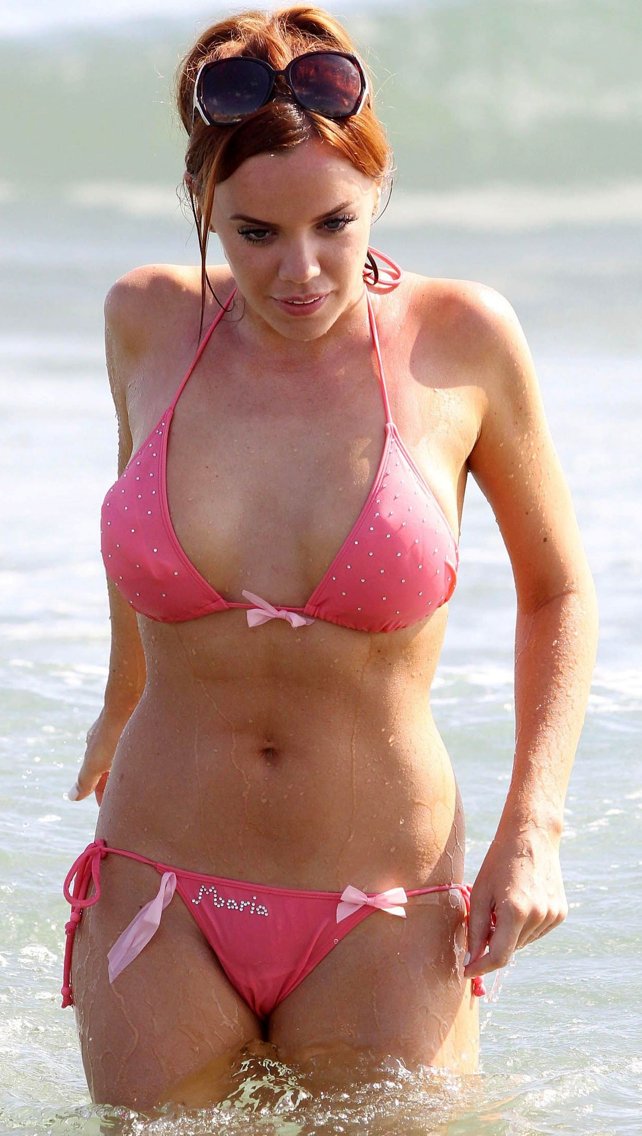maria fowler bathing suit cameltoe and loses topless hand bra