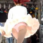 ariana grande upskirt 150x150 Am I Seeing Things or Is That Ariana Grandes Young Ass Vag Slip?