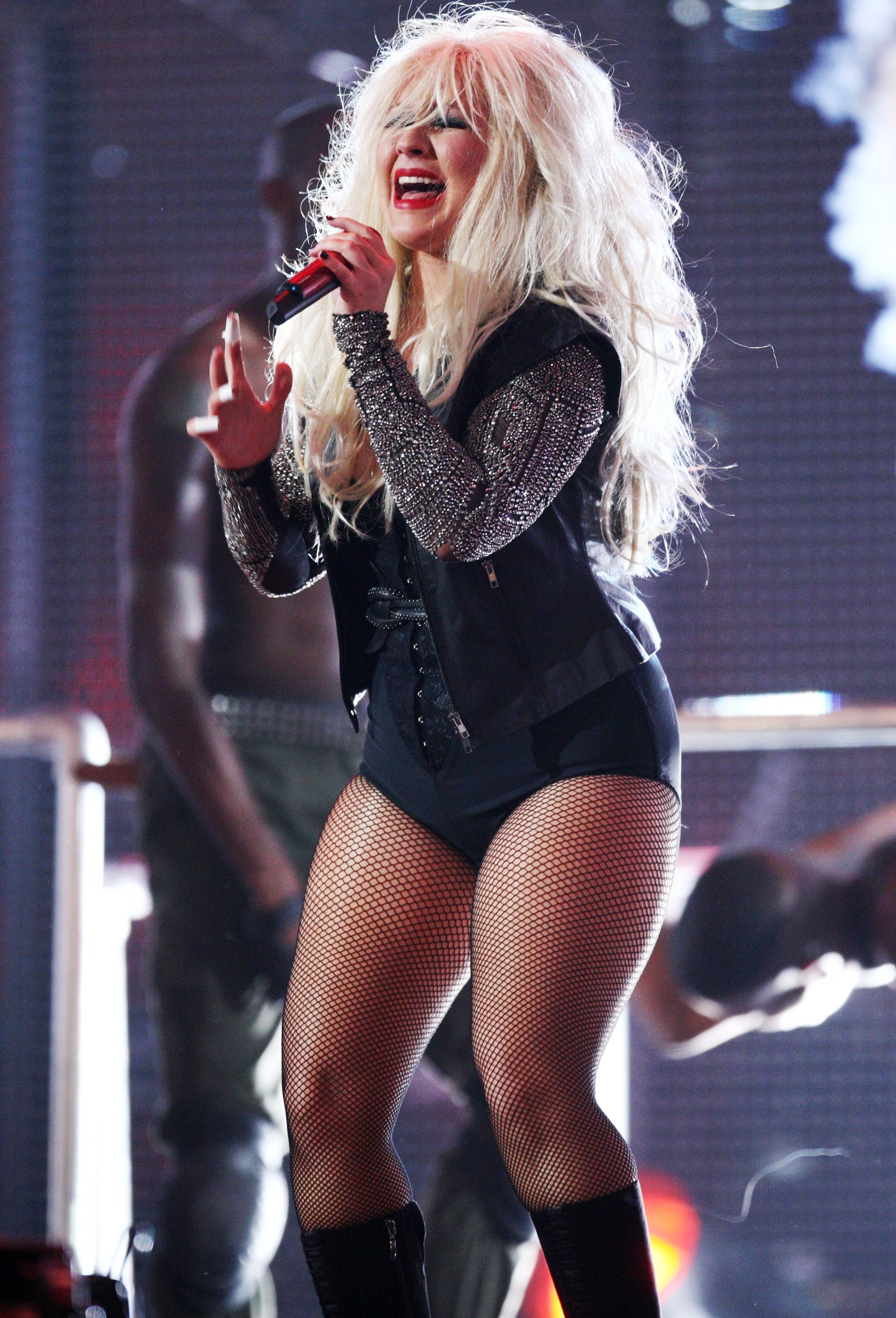 christina-aguilera-taking-a-shit-on-stage