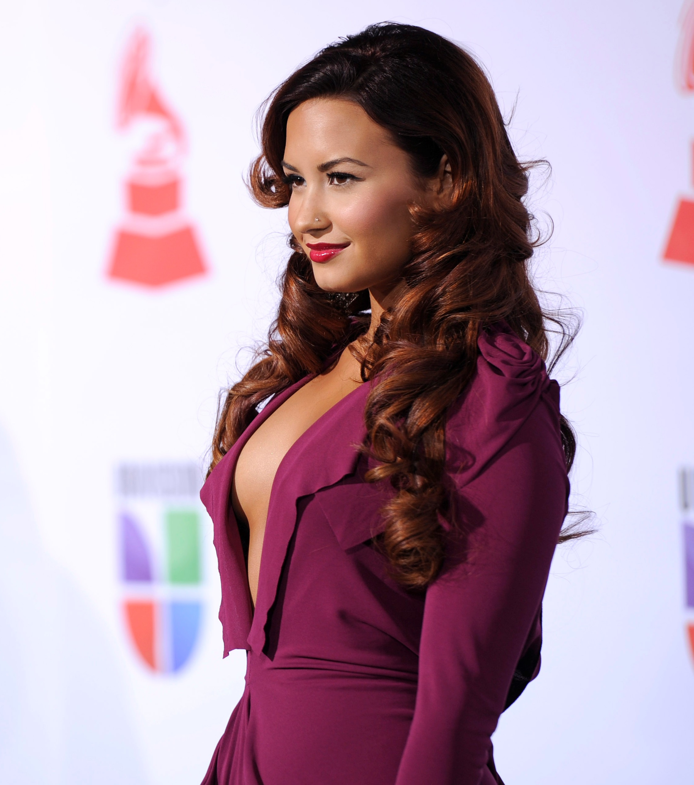 DEMI-LOVATO-SIDE-BOOB