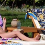 Sarah Hyland sofia vergara in bikinis on modern family