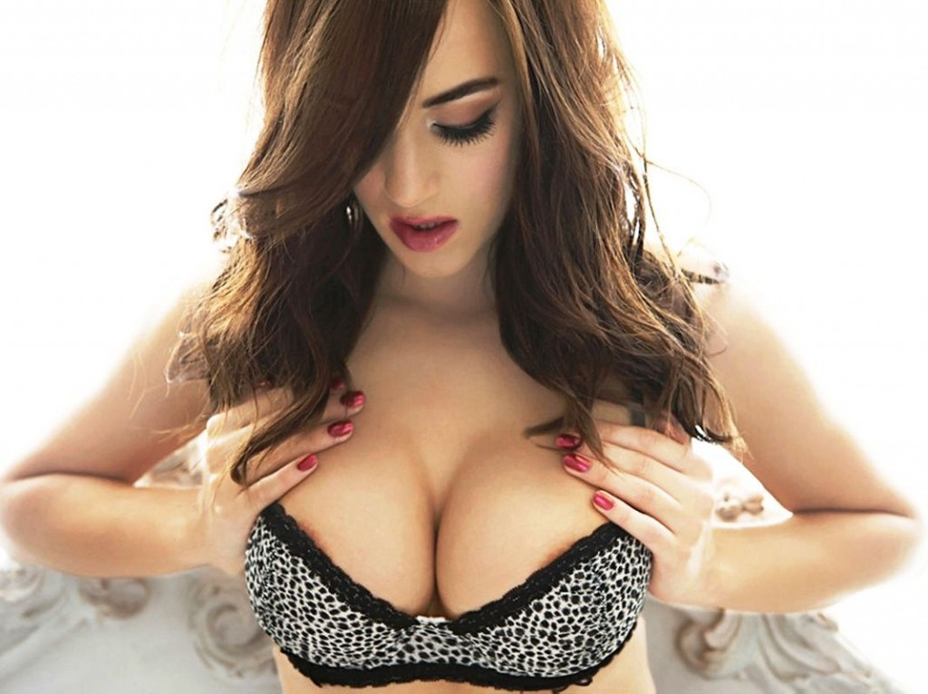 Rosie Jones huge tits 1024x766 Rosie Jones Goes Topless With A Killer Ass Pic
