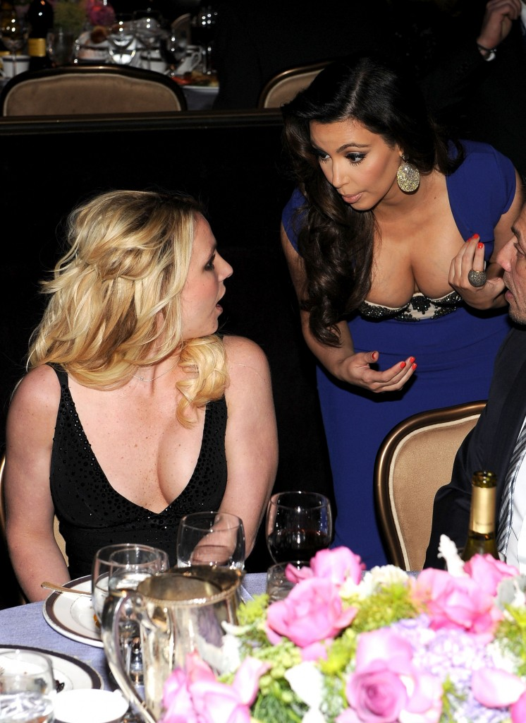 britney spears stares at kim kardashians tits at the grammys