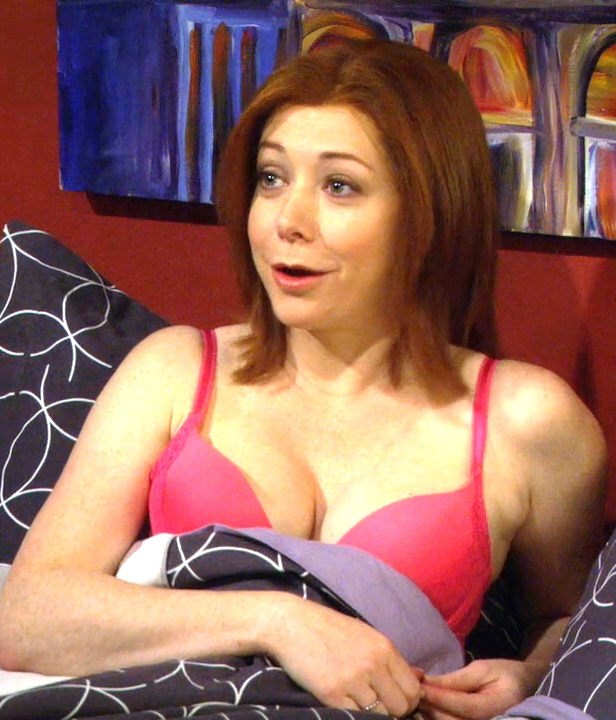 alyson hannigan cleavage in her bra on himym