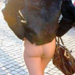 Sara Tommasi flashing ass 150x150 Sara Tommasi Wont Stop Flashing Her Bald Vagina In Public!!!