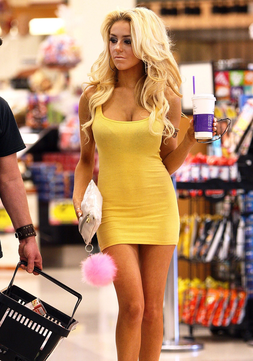 courtney stodden breast implants & ass pictures