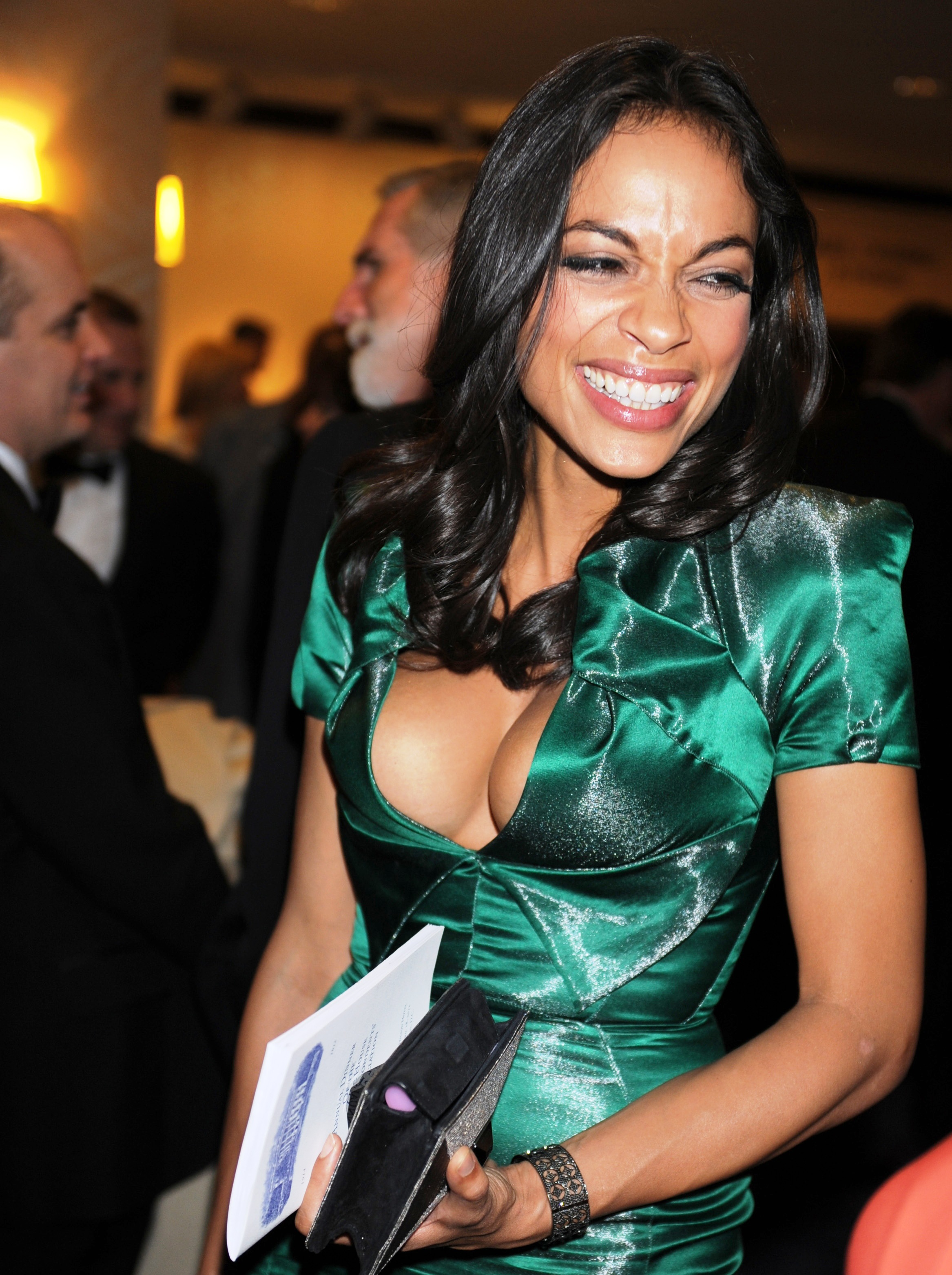 rosario dawson tits and cleavage with no bra