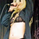 taylor momsen see thru 150x150 Taylor Momsens Concerts Look Really Dirty, Naked, Topless & Lesbianonic