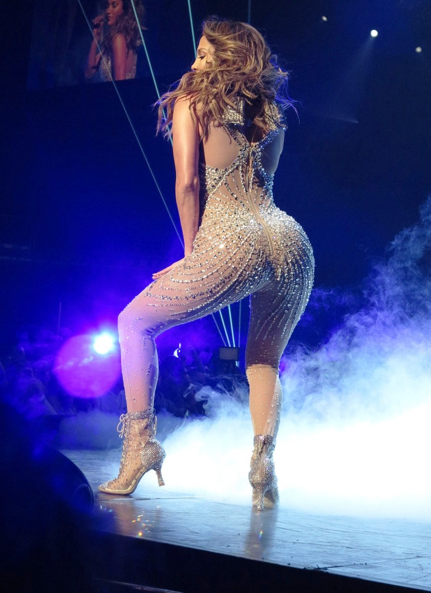 Jennifer Lopez Ass Lopezs Tit Fell Out Of Her Stupid