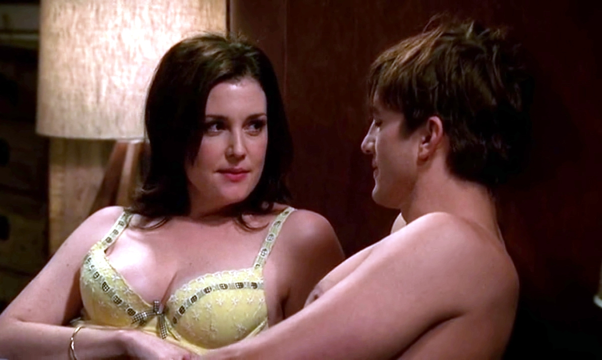 Melanie Lynskey boobs