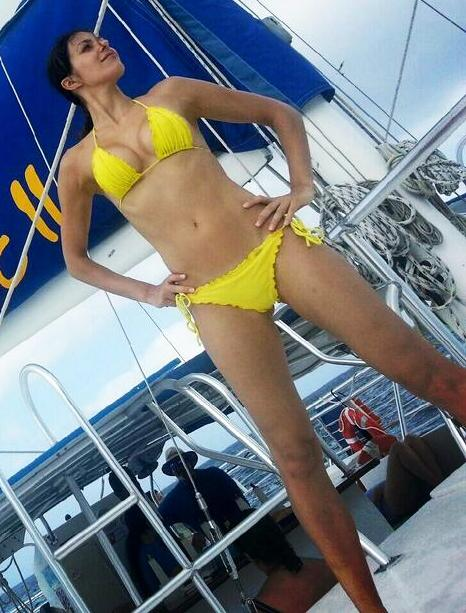 Adrianne Curry Yellow Bikini Tweets (7)
