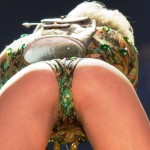miley cyrus pussy slip in concert (9)