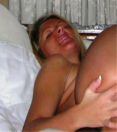 SKINNY BLOND AMATEUR FINGERING HER ASSHOLE