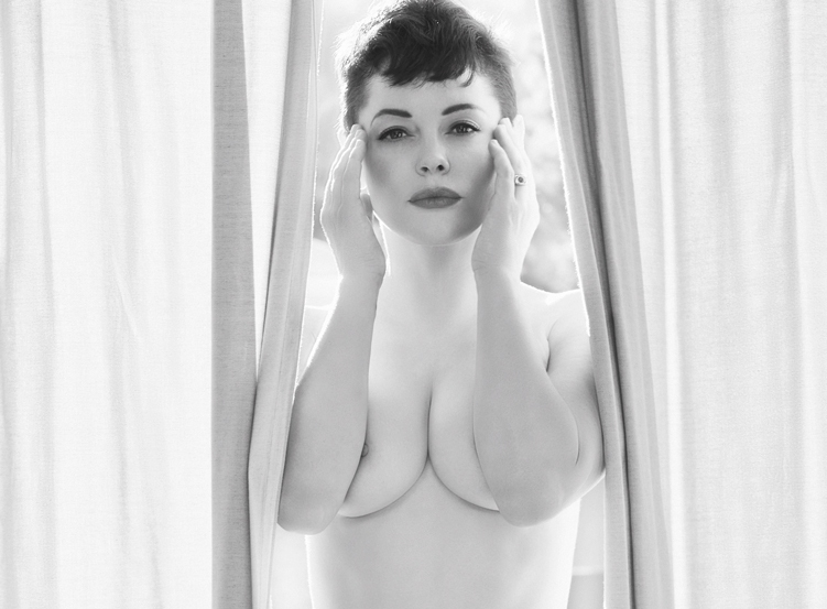 Rose 1 Rose McGowan Goes FULL FRONTAL NUDE